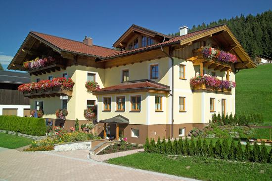 urlaub-am-bauernhof-ferienwohnung-bleiwanghof-radstadt